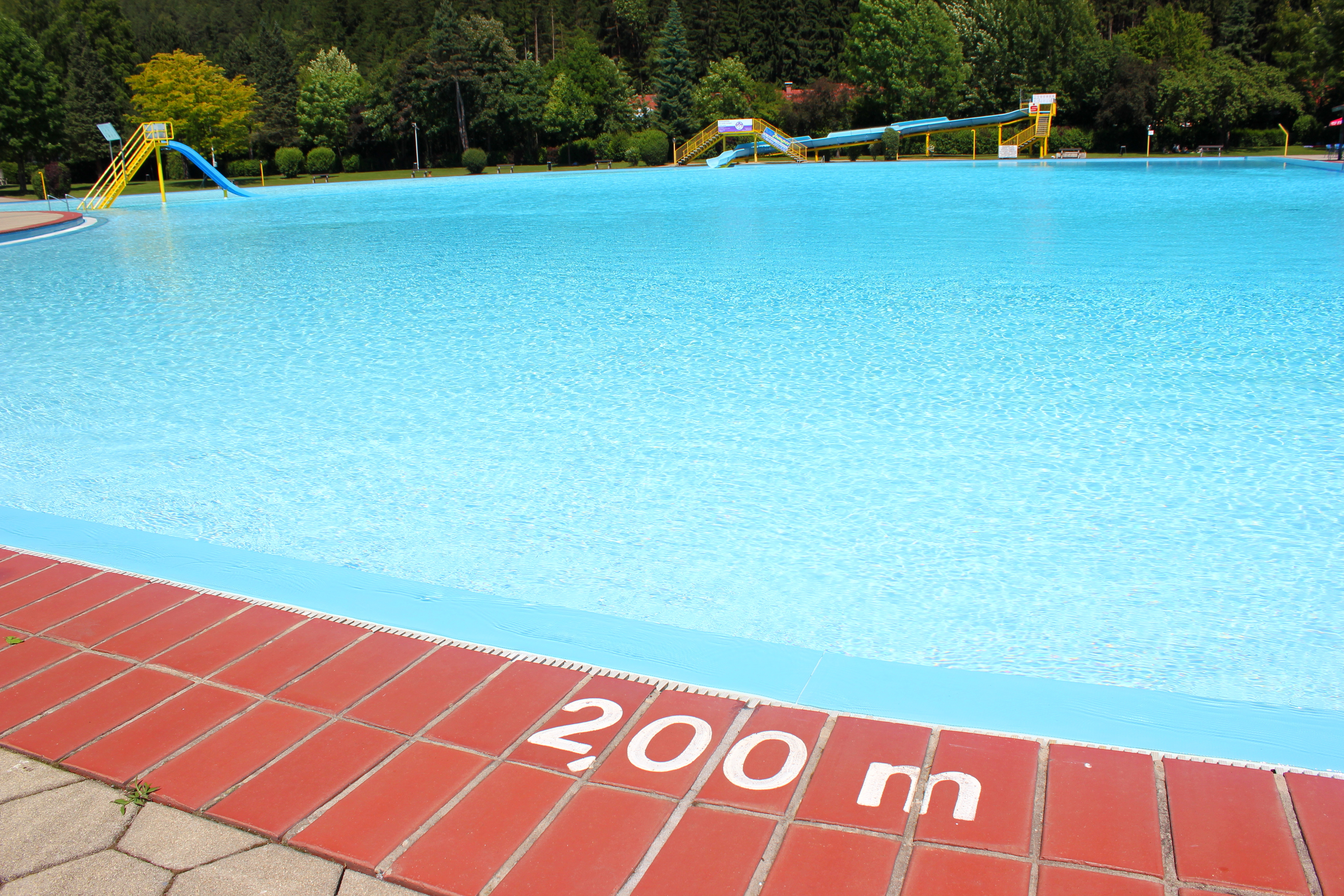 Awesome Schwimmbecken Mit Zwei Metern Tiefe Samt Markierung